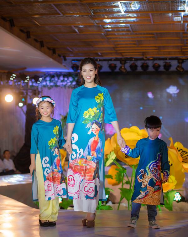 Á hậu Hoàng Anh catwalk cho Ngọc Hân sau thời gian vắng bóng - 5