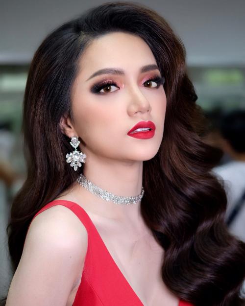 Hoa hậu Hương Giang làm giám khảo khách mời Nhan sắc mới, khởi đầu mới