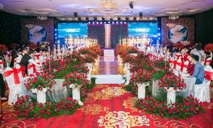 Tiệc cưới ngập tràn sắc đỏ tại nhà hàng Queen Plaza quận 5