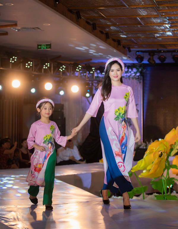 Á hậu Hoàng Anh catwalk cho Ngọc Hân sau thời gian vắng bóng - 7