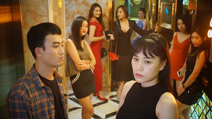 Quốc Đam vào vai Cảnh, đảm nhận nhiệm vụ quản lý gái làng chơi tại một nhà chứa trong phim Quỳnh búp bê.