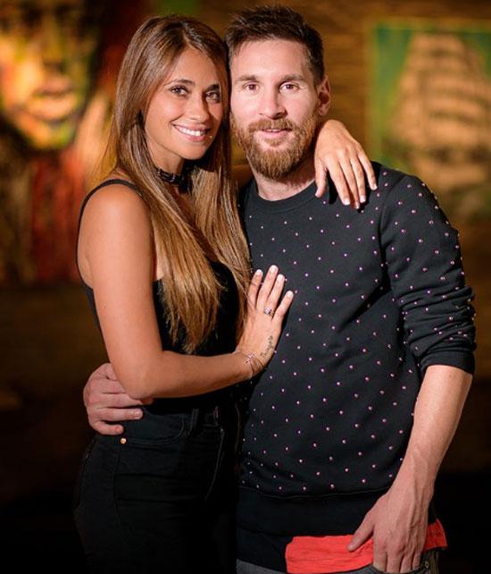Messi bước sang tuổi 32 ngày 24/6. Antonella Roccuzzo có cách gửi lời chúc sinh nhật tới ông xã bằng loạt ảnh đẹp.