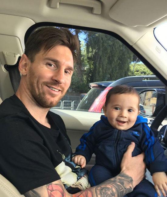 Messi đang gặp áp lực lớn khi tuyển Argentina thi đấu không thành công ở World Cup. Đội bóng xứ tango có nguy cơ bị loại sớm sau hai trận đấu chỉ có một điểm.