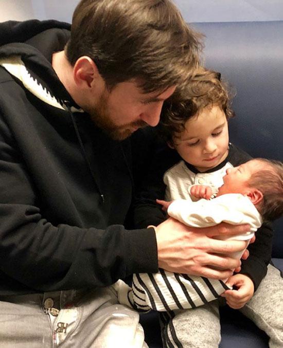 Cả gia đình vừa chào đón cậu con trai thứ baCiro (sinh năm2018).