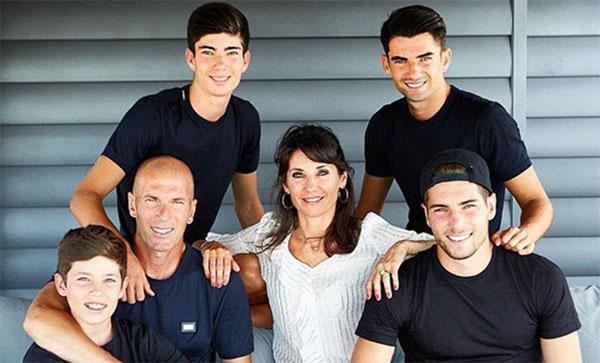 Vợ chồng Zidane và 4 con trai. Ảnh: NN.