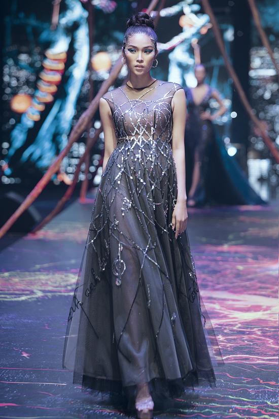 Váy dạ hội đính kết cầu kỳ trong show Đỗ Long - 10