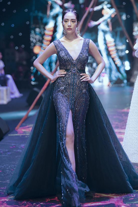 Váy dạ hội đính kết cầu kỳ trong show Đỗ Long - 11