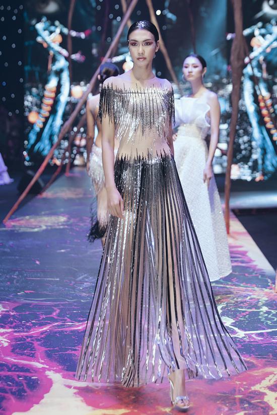 Váy dạ hội đính kết cầu kỳ trong show Đỗ Long - 12
