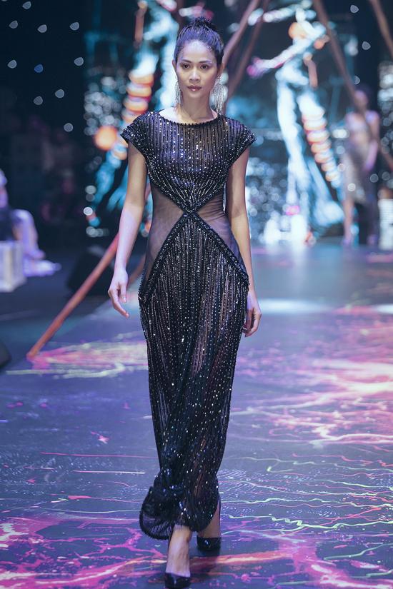 Váy dạ hội đính kết cầu kỳ trong show Đỗ Long - 3