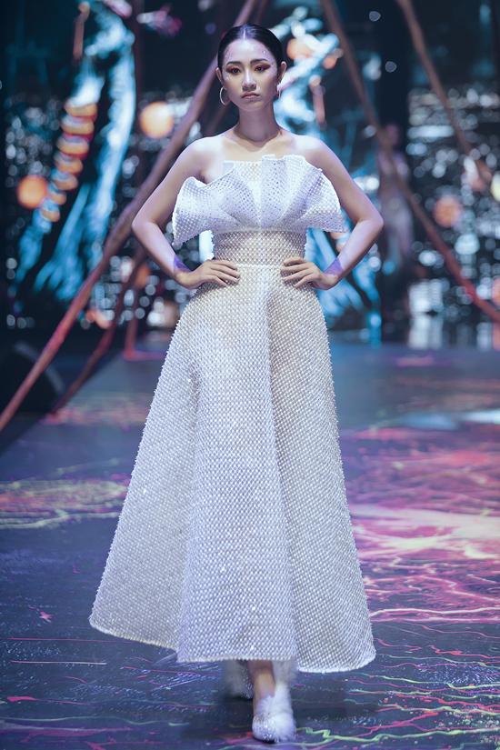 Váy dạ hội đính kết cầu kỳ trong show Đỗ Long - 7