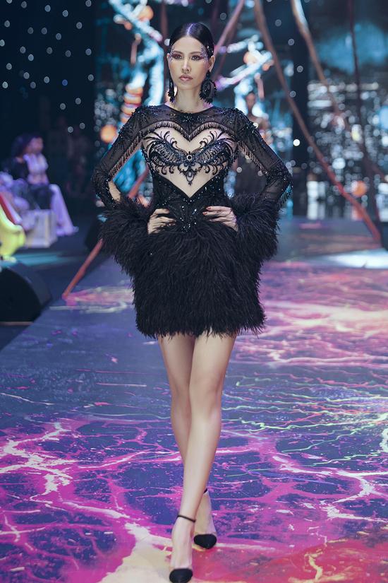 Váy dạ hội đính kết cầu kỳ trong show Đỗ Long - 9
