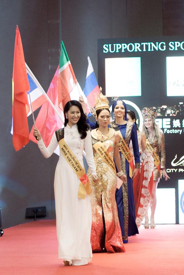 Mặc dù hạnh phúc khi chiến thắng Mrs Worldwide 2018 nhưng Dương Thùy Linh cũng cảm thấy tiếc nuối khi phải chia tay những người bạn quốc tế để về nước.