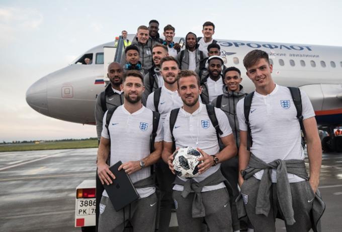 Ngay sau trận đấu, tuyển Anh đáp máy bay trở lạiSt Petersburg để về khách sạn.