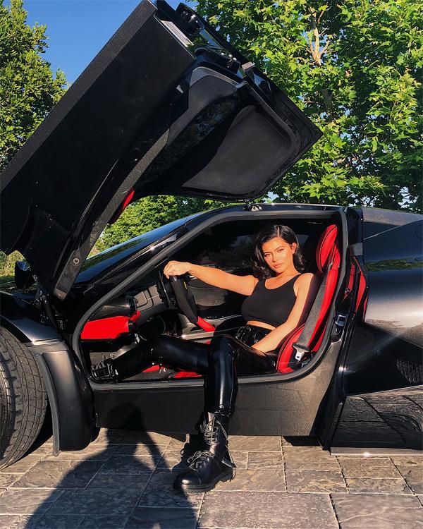 Ngoài bộ sưu tập túi xách, Kylie Jenner còn sở hữu một bộ sưu tập xe hơi hàng triệu USD.