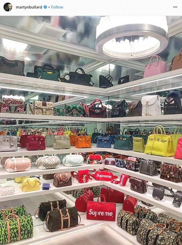 Một góc phòng để túi xách của Kylie được nhà thiết kế tiết lộ.