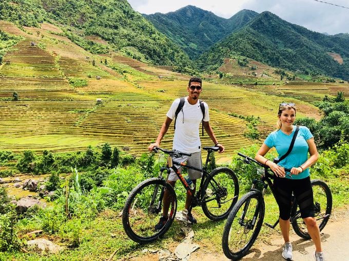 Những trải nghiệm rất Việt Nam của vợ chồng sao MU - 10