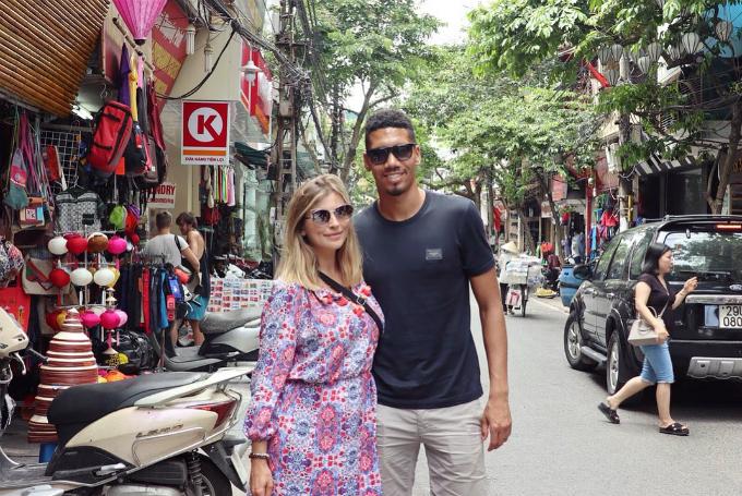 Những trải nghiệm rất Việt Nam của vợ chồng sao MU - 13
