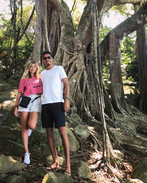 Tới Đà Nẵng - Hội An, danh thủ MU tìm tới tận gốc cây đa 800 tuổi trong khu bảo tồn thiên nhiên ở bán đảo Sơn Trà.