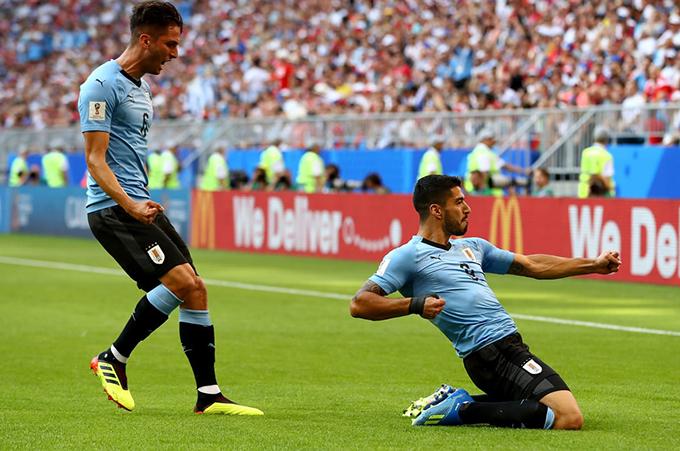 Suarez mừng bàn thắng mở tỷ số cho Uruguay. Ảnh: FIFA.