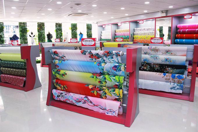 Đại diện Thái Tuấn cho biết vải áo dài trên công nghệ dệt Jacquard và in Digital là những sản phẩm thế mạnh của thương hiệu.