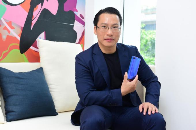 Hương Giang Idol khoe thân hình mảnh mai khi dự ra mắt cửa hàng công nghệ mới - 8