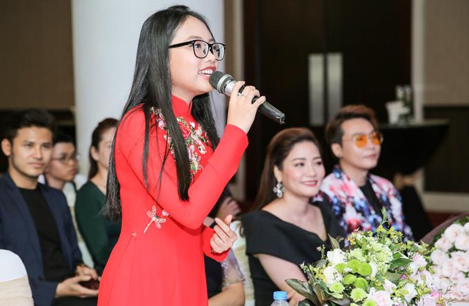 Á quân Giọng hát Việt nhí 2013 tiết lộ cô sẽ có tiết mục song ca với Nam Cường trong liveshow sắp tới.