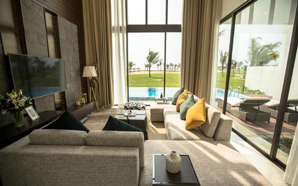 Phòng khách tại các căn villa của resort cũng là nơi thích hợp để du khách cùng những người thân quây quần xem bóng đá.