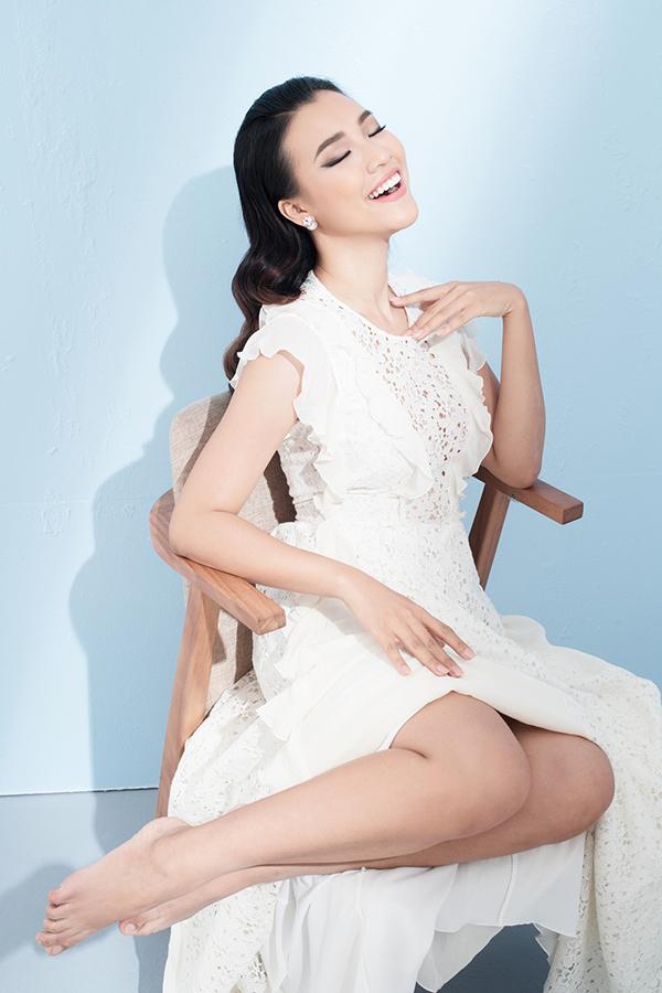 Bộ ảnh được thực hiện với sự hỗ trợ của nhiếp ảnh Milor Trần, Stylist Mì Gói, trang điểm Quân Nguyễn, làm tócPu Lê.
