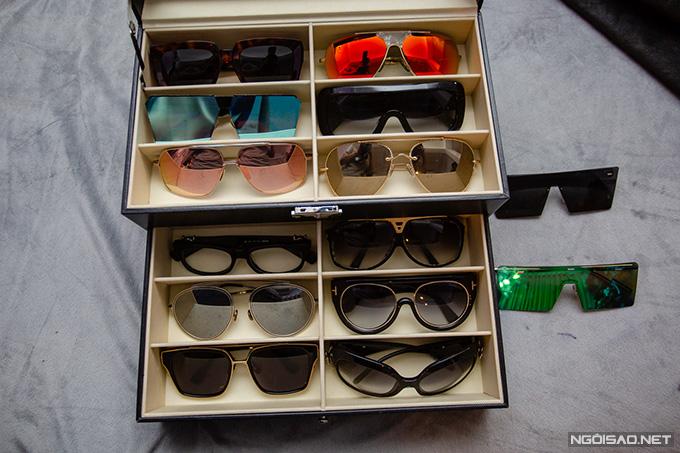 Kiều Thanh có niềm yêu thích đặc biệt với kính mát. Cô sở hữu hàng chục chiếc kính thuộc các thương hiệu khác nhau như Rayban, Dolce & Gabbana,... Nữ diễn viên cho biết, cô bắt đầu sưu tầm kính mát từ khi mới ra trường. Khoảng năm 2002, sau khi nhận được những món tiền cát-xê đi diễn đầu tiên, cô đã bỏ ra hơn 20triệu đồng để sở hữu một chiếc hiệu Bvlgari.
