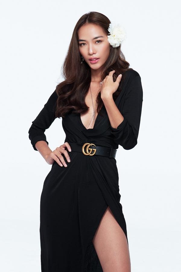 Người mẫu Thoại Tiên thử sức vớivai cô giáo dạy yoga tênMaria Cao. Đây là lần đầu tiên cô được tham gia đóng phim điện ảnh.