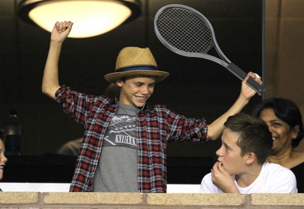 Vic đầu tư sân tennis, quyết rèn cậu hai thành ngôi sao quần vợt - 7