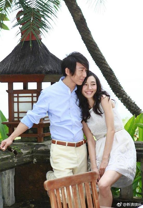 Bạch Bách Hà và chồng, ca sĩ Trần Vũ Phàm. Cặp đôi kết hôn năm 2006, bí mật ly dị năm 2015,có chung một con trai, hiện do Vũ Phàm nuôi dưỡng.