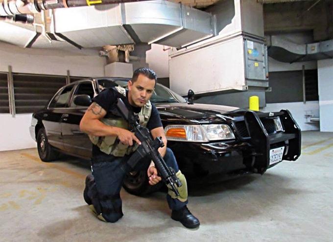 Carlos Lopez Jr đã tự sát bằng súng.