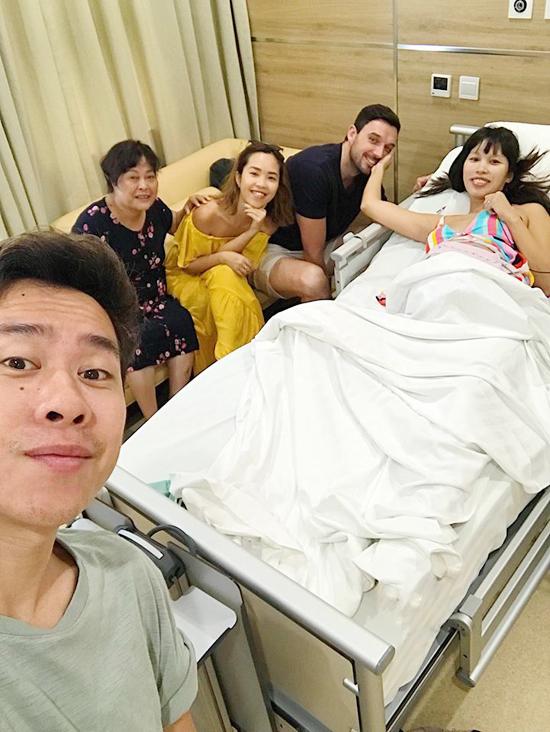 Hà Anh rất hạnh phúc bởi cả gia đình và bạn bè thân đều ở bên cô trong giai đoạn sinh nở.
