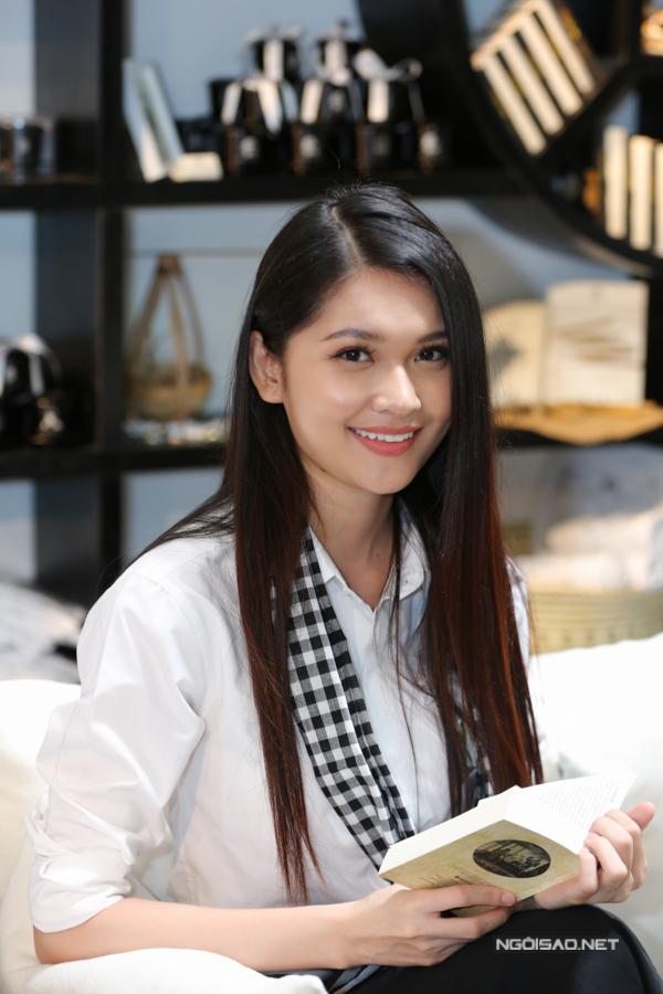 Á hậu Thùy Dung cũng góp mặt trong buổi phát động hành trình 2018, tiếp theo đó chương trình sẽdiễn ra liên tục trong suốt 30 ngày từ 25/6đến 25/7.