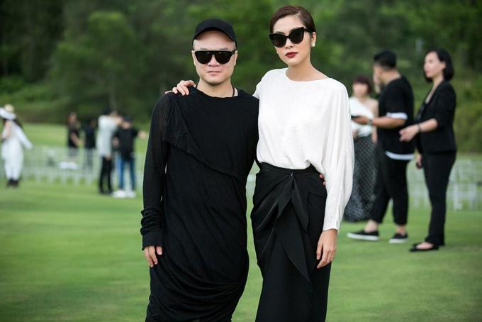 Khi đến Huế theo dõi show diễn Xuân Hè 2018 của Đỗ Mạnh Cường, Tăng Thanh Hà đã chọn mẫu thiết kế mới nhất của anh để sử dụng.