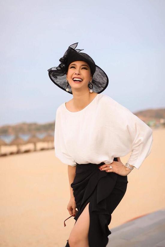 Hà Kiều Anhkhéochọn lựa các kiểu phụ kiện hợp xu hướng mùa hè 2018 để phối với set đồ được sao Việt yêu thích.