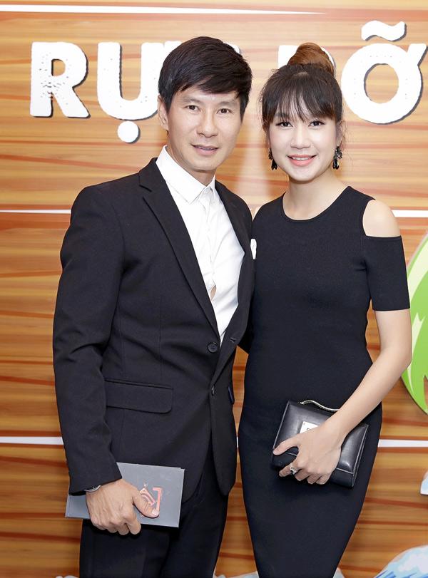 Vợ chồng Lý Hải mặc ton-sur-ton đen tham dự sự kiện điện ảnh tại TP HCM.