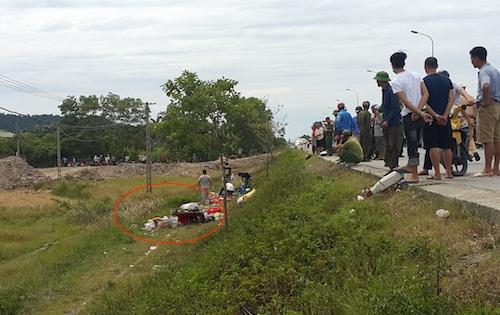 Nơi chiếc xe bị lật đã được cẩu đi(vòng tròn khoanh đỏ). Ảnh: Nguyễn Hải.