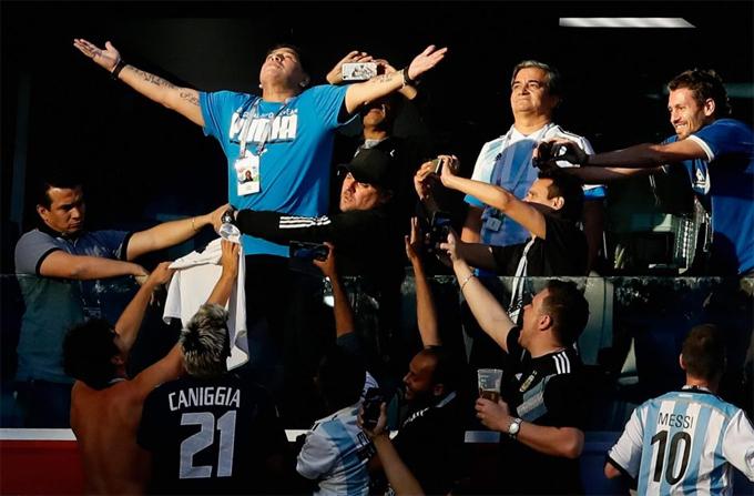 Maradona phải nhập viện sau khi Argentina chiến thắng - 1