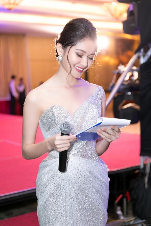 Tại chương trình, Thuỳ Dung dẫn chương trình và giao lưu với các quan khách quốc tế hoàn toàn bằng tiếng Anh. Trước đó, cô từng đảm nhận vai trò MC ngoại ngữ tại nhiều sự kiện lớn như: tuần lễ thời trang châu Á 2017 và 2018, Vietnam Motoshow 2017...