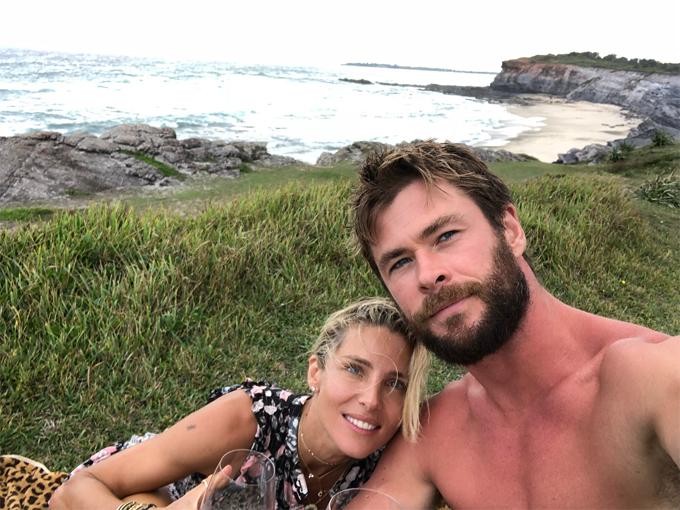 Gia đình Chris sống trong biệt thự 7 triệu USD ở vịnh Byron. Vì thích cuộc sống mới gần gũi với đại dương ở xứ sở chuột túi nên Elsa Pataky đã quyết định gác lại sự nghiệp diễn xuất để ở nhà chăm sóc các con. Những năm gần đây, cô chỉ tham gia một bộ phim duy nhất là 12 Strong đóng cùng chồng.