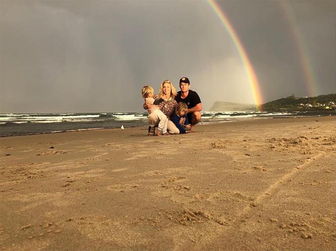Chris chia sẻ, ở Australia anh cảm thấy được kết nối với thiên nhiên vạn vật, gia đình cũng gắn bó với nhau hơn, khác hẳn lối sống náo nhiệt và đầy cám dỗ ở Hollywood.