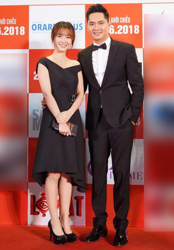 Minh Luân tình cảm ôm eo ca sĩ Jang Mi trên thảm đỏ.