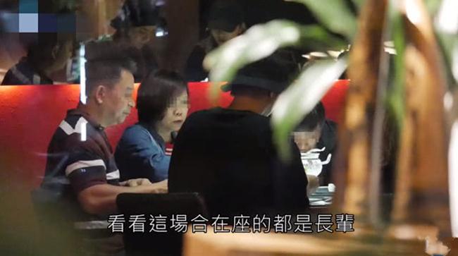 Cặp sao ăn tối với bố mẹ La Chí Tường. Báo chí Đài Loan đưa tin, bất chấp những lời xì xào về nhan sắc của Chu Dương Thanh, La Chí Tường vẫn yêu cô say đắm. Đầu năm nay, anhbỏ tiền tậu căn hộ hơn 300m2 để chuẩn bị lấy vợ. Một số nguồn tin cho hay, đám cưới của cặp sao sẽ được tổ chức vào 12/9 tới. Trả lời phỏng vấn báo chí, tài tử Đài Loantừ chối tiết lộ thông tin vui, anh nói: Khi nào tiện sẽ chia sẻ với các bạn.