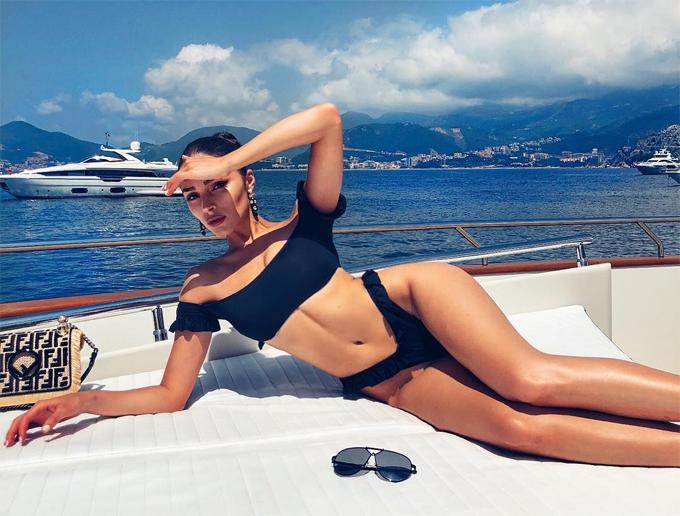 Olivia Culpo chia sẻ chia sử hình ảnh trong kỳ nghỉ ở châu Âu trên Instagram gần 3 triệu người dõi theo.