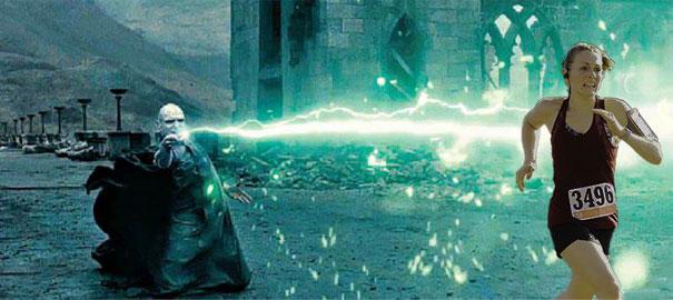 Stephanie với nỗ lực thoát khỏi sự tấn công của Kẻ Mà Ai Cũng Biết Là Ai Đấy trong truyện Harry Potter.
