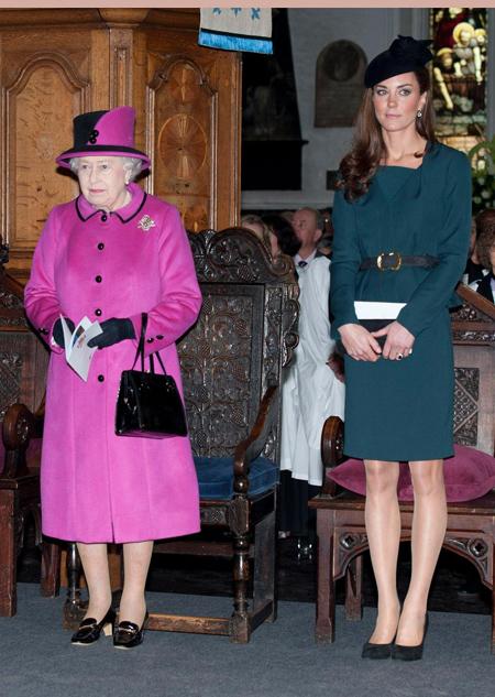 Sự khác biệt trong cách đối xử của Nhữ hoàng với hai cháu dâu Kate và Meghan - 4