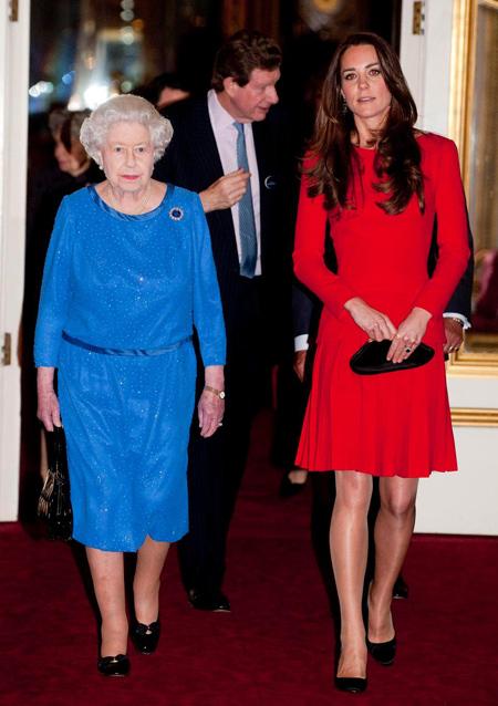 Sự khác biệt trong cách đối xử của Nhữ hoàng với hai cháu dâu Kate và Meghan - 6