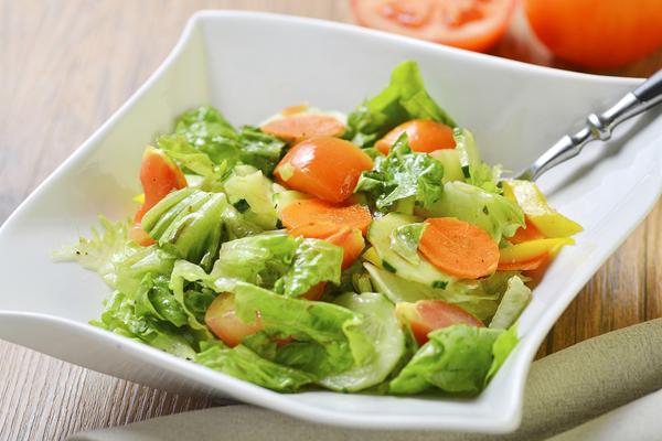 Rau lá xanh Các loại rau lá xanh giàu chất xơ và chất chống oxy hóa, giúp bạn no bụng, ổn định lượng đường máu, tăng khả năng tập trung.